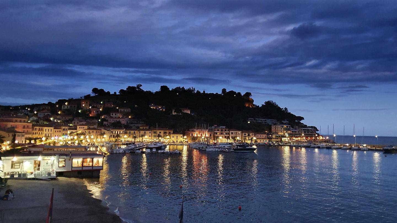 portoazzurro-town3.jpg
