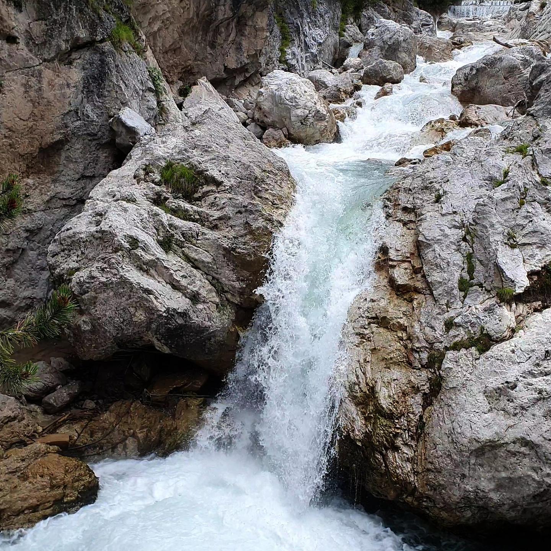 visdende-waterfall.jpg