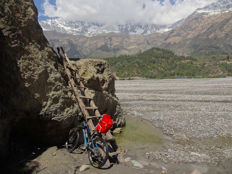 tukuche-trail2.jpg