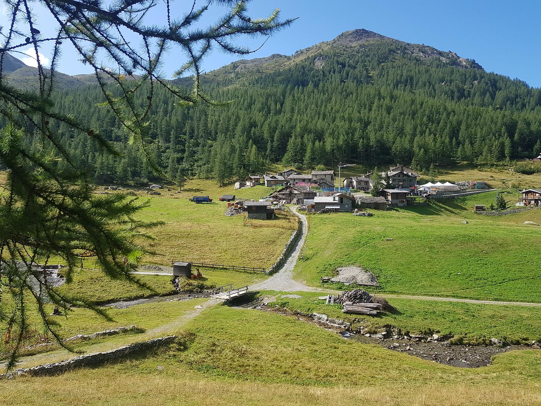 cheneil-village.jpg